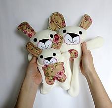 Hračky - Maňuška zajačik (Rodinka Ušatých od Ružovej záhrady) - 11705718_