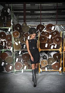 Šaty - Čierne púzdrové šaty - 11705629_