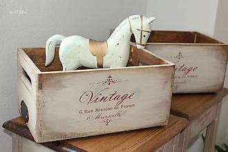 Nábytok - Vintage drevená debnička - 11710393_