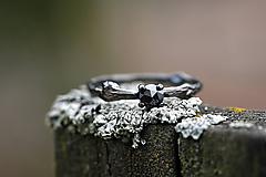Vetvičkový s čiernym diamantom v čiernej