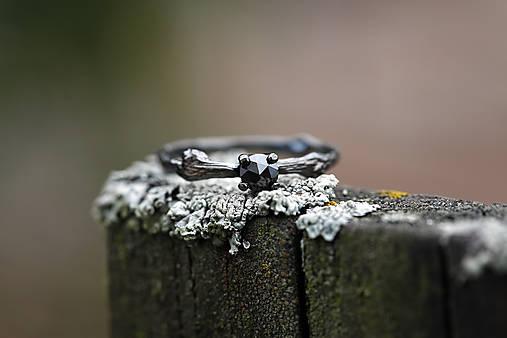 Prstene - Vetvičkový s čiernym diamantom v čiernej - 11708385_