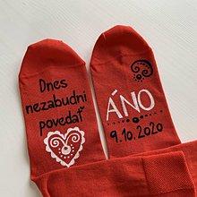Obuv - Maľované ponožky pre ženícha (Červené s bielo čiernu kombináciou maľby) - 11712062_