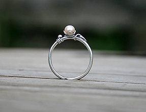 Prstene - Strieborný perlový prsteň - 11718444_