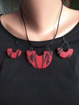 Sady šperkov - Červeno čierny náhrdeľník a náušnice - 11716878_