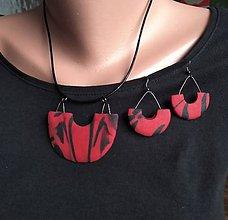Sady šperkov - Červeno čierny náhrdeľník a náušnice - 11716877_
