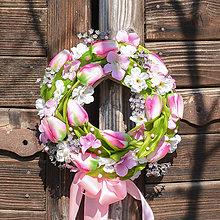 Dekorácie - Venček na dvere s tulipánmi - 11724686_