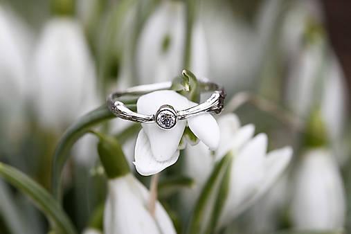 Prstene - Vetvičkový s diamantom v bielom zlate - 11724065_