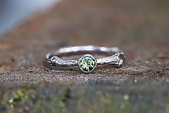 Prstene - Vetvičkový s brúseným olivínom v bielom zlate - 11724000_