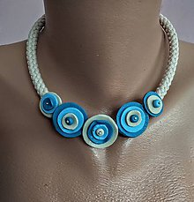 Náhrdelníky - Kvietkovaný náhrdeľník - 11721849_