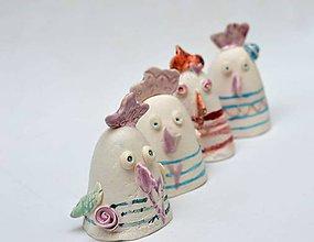 Dekorácie - Veľkonočná dekorácia sliepka maľovaná - 11723435_