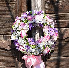 Dekorácie - Venček na dvere s tulipánmi - 11728541_