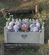 Dekorácie - Veľkonočná dekorácia so zajačikmi, s kočíkom - 11732163_