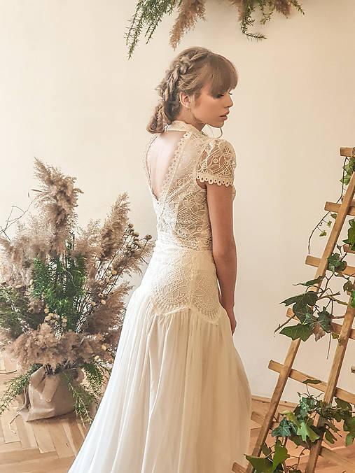 Svadobné šaty s golierom – body a sukňa