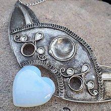Náhrdelníky - Cínovaný náhrdelník Amfitrité s opalitovým srdiečkom - 11736149_