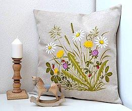 Úžitkový textil - Vankúš-ručne maľovaný-Lesné jahody na lúke pod horou - 11739111_