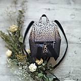 - Ruksak CANDY backpack - leopardí vzor so srdiečkami (hnedý prechod) - 11744000_