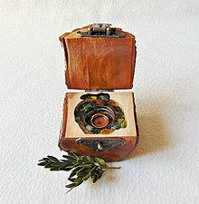 Krabičky - Drevená krabička na prsteň Čarovné polienko - 11742395_