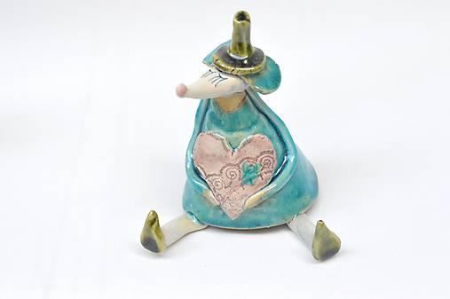Myš sediaca figúrka s rúškom (Tyrkysová ružové srdce +rúško)