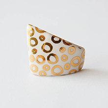Odznaky/Brošne - porcelánová brošňa ∣ zlato - 11750329_