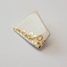 Odznaky/Brošne - porcelánová brošňa ∣ zlato - 11750350_