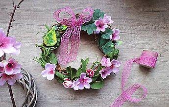 Dekorácie - Ružový jarný venček - 11751213_