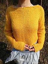 Svetre/Pulóvre - Teplý žltý crop pulovrík z 29€ na 23€ - 11751900_