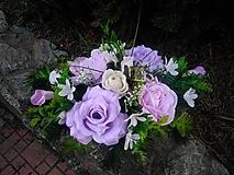 zaťažená ikebana na hrob fialovo-biela