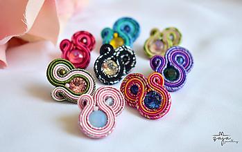 Náušnice - Mini farebné Swarovski napichovačky - 11765909_