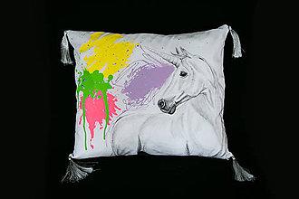 Úžitkový textil - Ručne maľovaný vankúš jednorožec - 11766948_