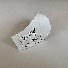"""Rúška - Maľované SMOTANOVOBIELE ľanové rúško (3-vrstvové) (s maľovaným nápisom """"Usmej sa!"""") - 11767019_"""