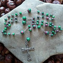 Náhrdelníky - Ruženec z minerálov s cínovaným krížikom (Rubín zoisit) - 11785018_