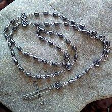 Náhrdelníky - Hematitový ruženec s cínovaným krížikom (ružičky s guličkami) - 11785039_