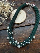 Náhrdelníky - Zelený pošitý perlami - 11784677_