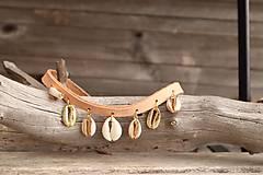 Náhrdelníky - Kožený choker náhrdelník s mušľami - 11782839_