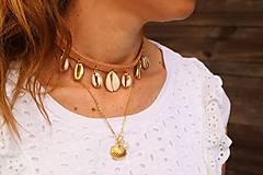 Náhrdelníky - Kožený choker náhrdelník s mušľami - 11782843_