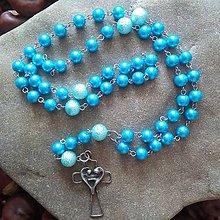 Náhrdelníky - Perličkový ruženec s cínovaným krížikom (tyrkysový) - 11787241_