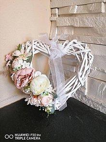 Dekorácie - Kvetinové pudrovo-ivory srdiečko - 11786481_