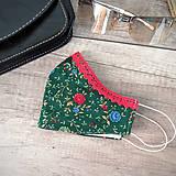 Rúška - Dámske tvarovateľné rúško - po bradu, s postriebreným drôtikom, zelená a melónová, kvietky - 11788816_