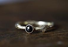 Prstene - Vetvičkový s čiernym diamantom zase inak - 11800187_