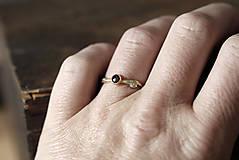 Prstene - Vetvičkový s čiernym diamantom zase inak - 11800194_