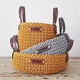 Košíky - Set dvoch háčkovaných košíkov s koženými rúčkami (mustard) - 11806271_