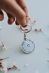 Drobnosti - Kľúčenka celý môj svet sa točí okolo teba - 11808206_