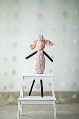 - Ružová ovka s čiernymi nožičkami - 11811974_