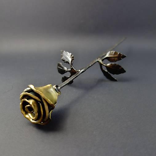 Ruža kovaná zlatá