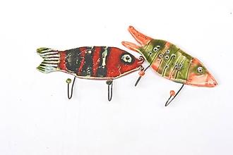 Nábytok - vešiak ryba červený - 11808840_