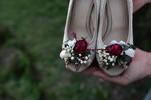 kvetinové klipy na topánky