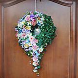 Dekorácie - Veniec na dvere celoročný, jarný, pastelový, farebný, s previsom - 11824867_
