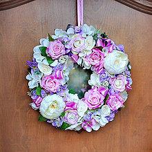 Dekorácie - Romantický veniec na dvere s pivonkami, ružami,celoročný, fialový, ružový , krémový - 11824321_