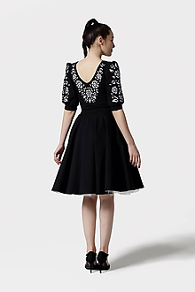 Šaty - Šaty Joy Midi čierne vyšívané (na miery) - 11821454_