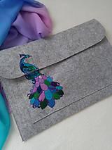 Na notebook - Páví (ručne vyšívaný obal na notebook) - 11823310_